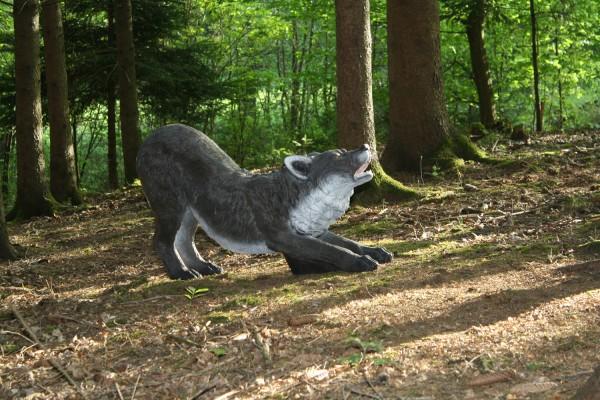 3D Tier Franzbogen Wolf kniend